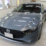ガラスコーティング 愛知県東海市より MAZDA3 新車入庫です。