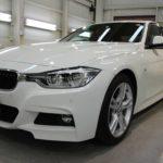 ガラスコーティング 名古屋市南区より BMW 320i 新車 入庫です。
