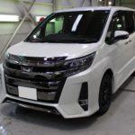 ガラスコーティング 愛知県みよし市より トヨタ ノア 新車入庫です。